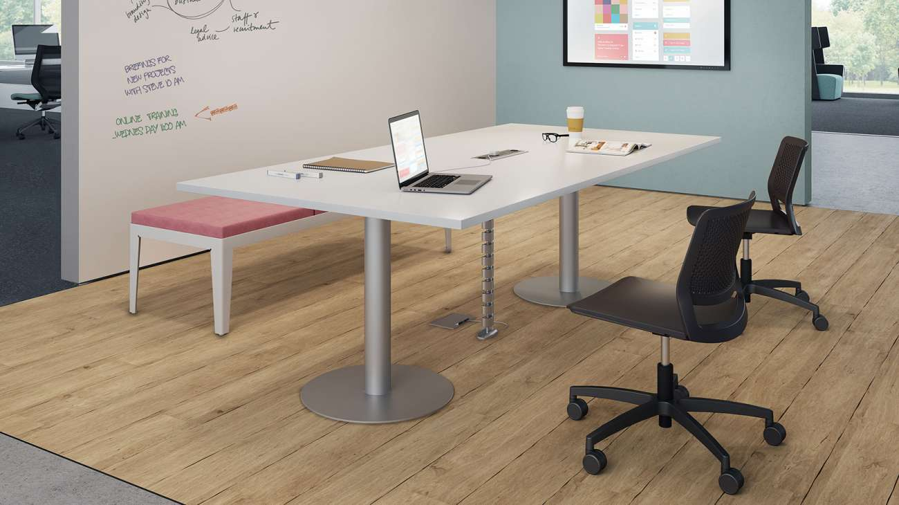 Applause tables offer the ultimate in flexibility. You choose the shape, size, finish and data options that fit your needs.
